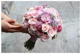Humphrey Florist tạo ra những kiểu cắm hoa tuyệt đẹp cho hoa cưới của Hotel Del Coronado
