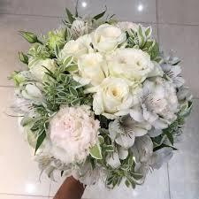 Người bán hoa có thể giúp bạn với các phụ kiện cưới