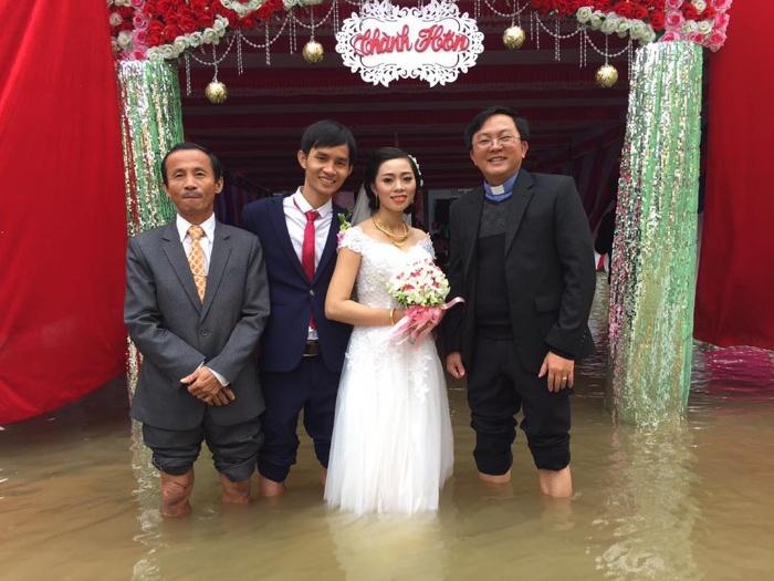 Nằm ngủ thấy đám cưới mình bị ngập nước
