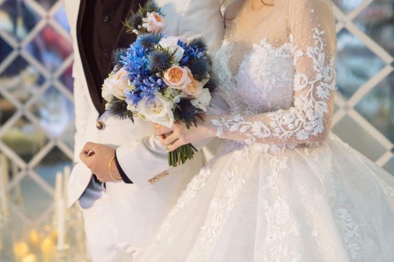 Ngủ mơ thấy mình được đi ăn cưới của họ hàng xa