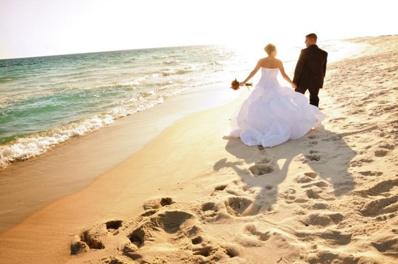 Mơ thấy cô dâu và chú rể đi du lịch biển